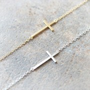 bracelet croix dore