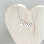 collier love plaque argent