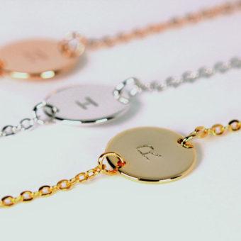 fd8a27cd0d4f4 Découvrez notre collection de bracelet personnalisé en argent .On vous  propose des bijoux personnalisés pas cher: Bracelet personnalisé maman, ...