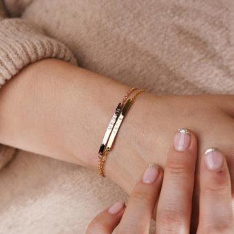 bef98e0cf25e2 Découvrez notre collection de bracelet personnalisé maman .On vous propose  des bijoux personnalisés pas cher: Bracelet personnalisé maman, bracelet à  graver ...