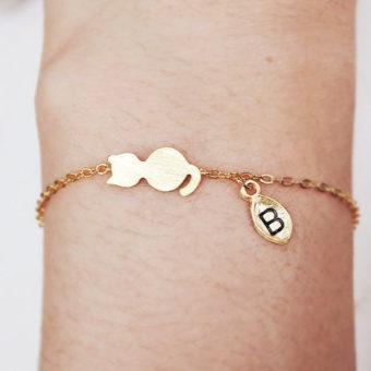 c0e034dae7a7b Découvrez notre collection de bracelet avec breloques personnalisées .On  vous propose des bijoux personnalisés pas cher: Bracelet personnalisé maman,  ...