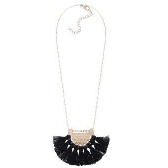collier pompon
