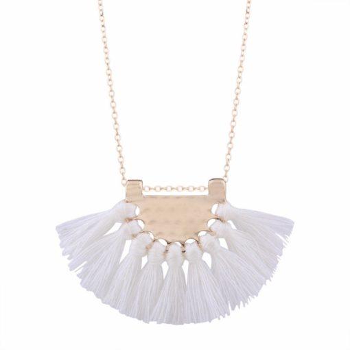 collier pompon blanc