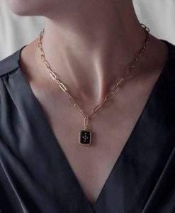 Collier grosse maille pendentif noir