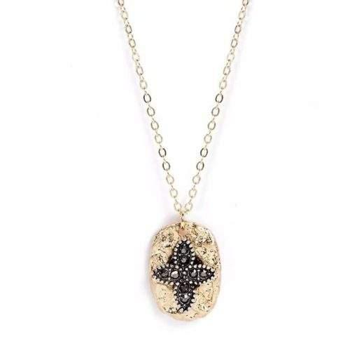 collier tendance 2020 - medaille martelee noire plaque or